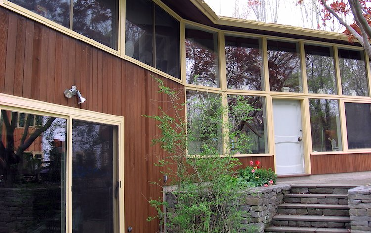 example of home with CLEAR All Heart Vertical Grain Redwood Siding - CAH VG